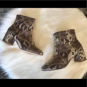 Urban Outfitters Boots Snake Print Size 10 Ankle